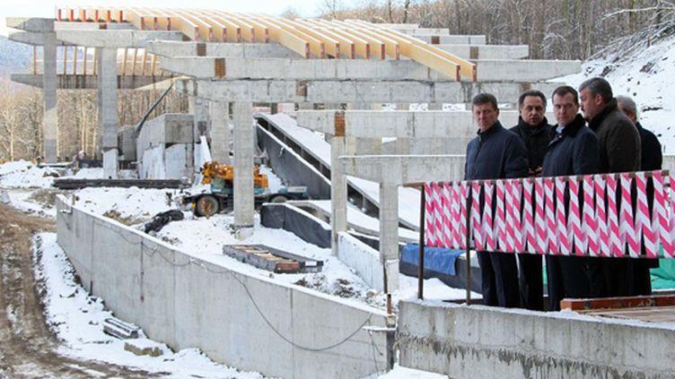 Sotchi en travaux, quelques semaines avant l'ouverture de JO.  (EKATERINA SHTUKINA / RIA NOVOSTI)