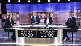 Emmanuel Macron et Marine Le Pen, lors du débat avant le second tour de l'élection présidentielle, le 3 mai 2017. (ERIC FEFERBERG / AFP)