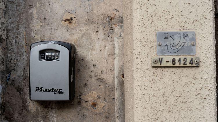 La justice européenne a validé mardi la loi française destinée à réguler la location d'appartements pour de courtes durées, le 22 septembre 2020. (GILLES TARGAT / AFP)