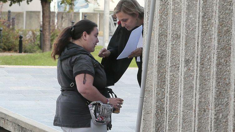 Nina, une des victimes, avec son avocate, le 19 septembre 2012 à Créteil (Val-de-Marne). (JACQUES DEMARTHON / AFP)