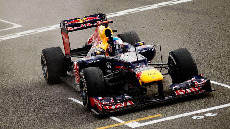 Sebastian Vettel fête son sacre au Japon, à quatre courses du terme du championnat. Il devient le plus jeune double champion du monde. (PAUL GILHAM / GETTY IMAGES EUROPE)