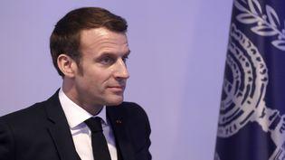 Emmanuel Macron prononce un discours lors d'une conférence de presse conjointe avec le président israélien à Jérusalem en Israël, le 22 janvier 2020. (ATEF SAFADI / EPA / AFP)