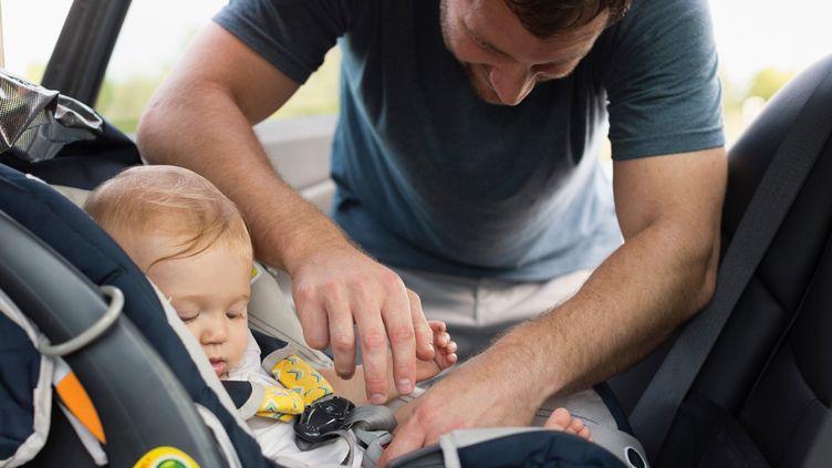 (Les sièges pour enfants sont homologués et doivent être adaptés à l'enfant selon son âge, sa taille et son poids © AFP / Roberto Westbrook)