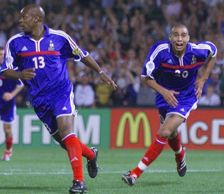 David Trezeguet offre à la France la victoire lors del'Euro, le 2 juillet 2000 à Rotterdam en clôture du premier tournoi co-organisé par la Belgique et les Pays-Bas. (PATRICK HERTZOG / AFP)