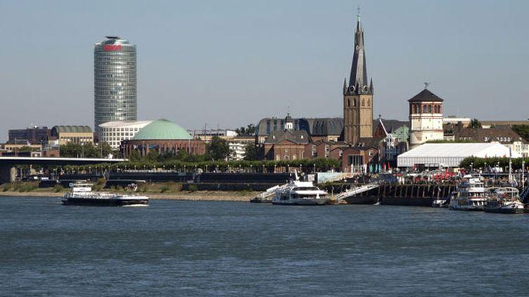 (Düsseldorf, en Allemagne, sur les bords du Rhin, d'où partira le Tour de France en 2017. © Maxppp)