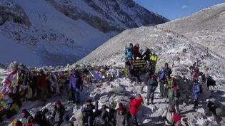 Les 4 françaises à mobilité réduite et tous leurs accompagnants ont atteint un sommet de l'Himalaya (CAPTURE ECRAN FRANCE 2)