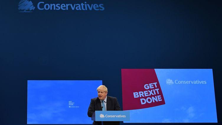 Le Premier ministre britannique Boris Johnson le 2 octobre 2019 lors de son discours à Manchester face aux conservateurs. (BEN STANSALL / AFP)
