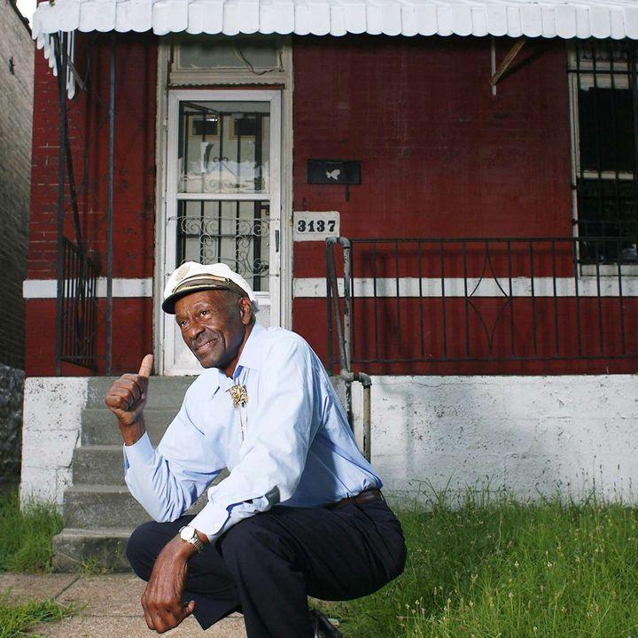 Chuck Berry davant sa maison natale à St.Louis (Missouri) le 1er aout 2008  (Dawn Majors/AP/SIPA)