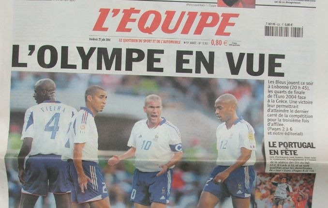 """""""L'Equipe"""" du jour avantla rencontre contre la Grèce, en quart de finale de l'Euro, le25 juin 2004. (L'EQUIPE)"""