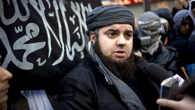Mohamed Achamlane, le leader du groupe Forsane Alizza, lors d'une manifestation le 27 janvier 2012 à Paris. (FRED DUFOUR / AFP)