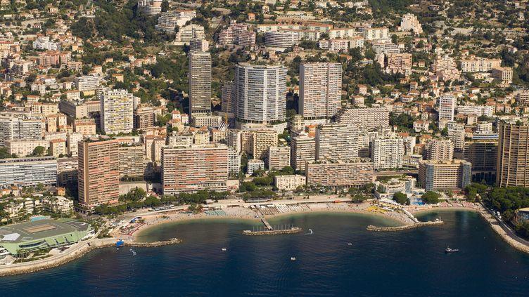 Vue aérienne de la plage Larvotto, dans la principauté de Monaco. (GILLARDI JACQUES / HEMIS.FR)