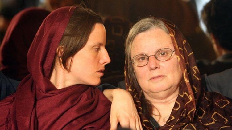 Sarah Shourd et sa mère Nora à Téhéran (après l'arrestation de la randonneuse) (AFP/ATTA KENARE)