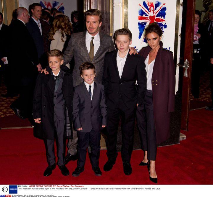 David et Victoria Beckham et leurs trois fils, Brooklyn, Romeo et Cruz le 11 décembre 2012 à Londres (Royaume-Uni). (DAVID FISHER / REX / SIPA)