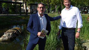 Le député Matthieu Orphelin et l'eurodéputé EELV Yannick Jadot, à la Roche-sur-Yon, le 15 juin 2021. (JEAN-FRANCOIS MONIER / AFP)