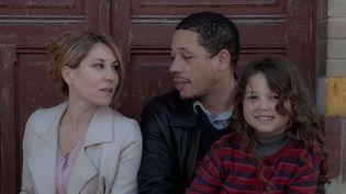 Mathilde Seigner, Joey Starr réunis autour de la jeune Shana Castera  (Warner Bros. France)