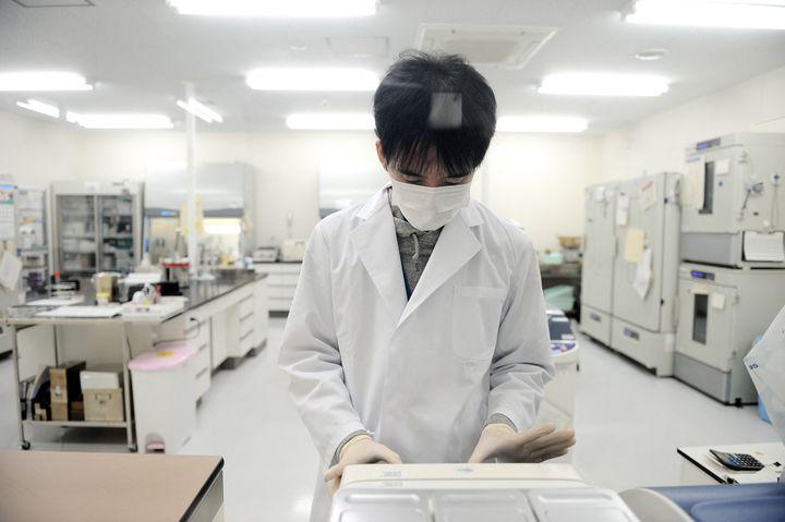 Un laboratoire de recherche surle Covid-19 à Tokyo (Japon). Photo d'ilustration. (DAVID MAREUIL / ANADOLU AGENCY)