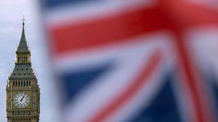 Un drapeau britannique près de Big Ben, à Londres (Royaume-Uni), le 7 décembre 2016. (DANIEL LEAL-OLIVAS / AFP)