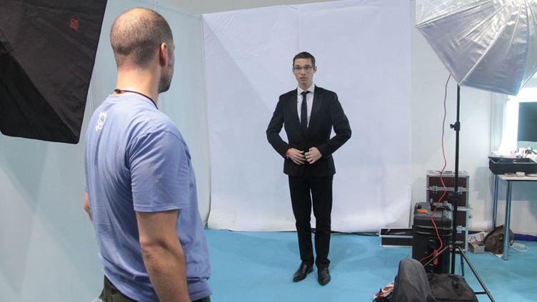 Jordan Grosse-Cruciani, le secrétaire départemental Front national des Vosges pose pour sa photo officielle lors de l'université d'été du parti à Marseille (Bouches-du-Rhône), le 14 septembre 2013. (ELODIE DROUARD / FRANCETV INFO)