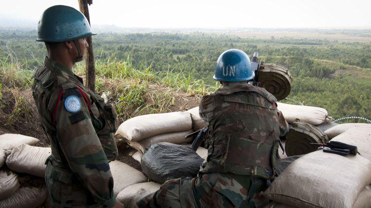 Des Casques Bleus de la Monusco, mission de maintien de la paix en République démocratique du Congo, le 13 août 2012 à Kibati, près de Goma. (MICHELE SIBILONI / AFP)