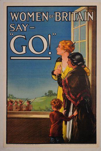 Carte postale de propagande britannique datant de 1916. On y voit des femmes assistant, éplorées, au départ de militaires pour le front. (AFP - Historial de Péronne)