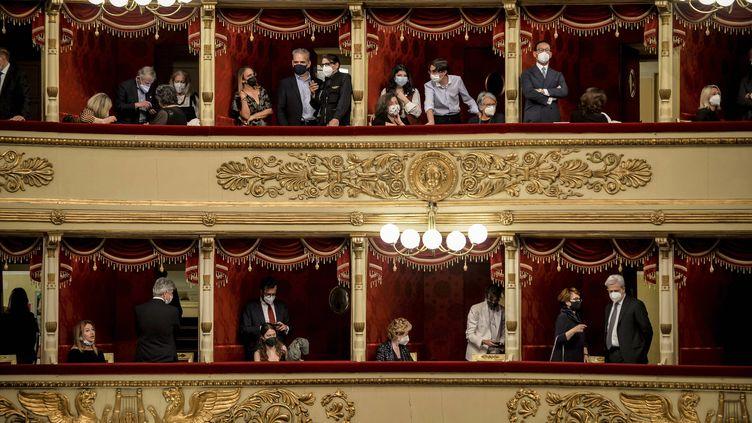 Le public installé dans les loges de la Scala de Milan pour la réouverture de l'opéra, le 10 mai 2021 (CLAUDIO FURLAN/AP/SIPA / SIPA)