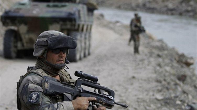 Soldat français du 35 régiment d'infanterie patrouille à Hutnik dans le district de Surobi, le 22 septembre 2010. (AFP - Joel Saget)
