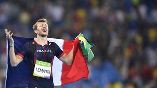 Le Français Christophe Lemaitre après sa troisième place sur le 200 m, le 18 août aux Jeux olympiques de Rio. (FABRICE COFFRINI / AFP)