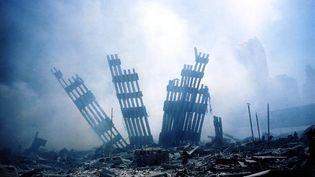 Les décombres du World Trade Center, le jour du drame, le 11 septembre 2001. 2 753 personnes y ont perdu la vie. 1 646 d'entre elles ont pu être formellement identifiées ont annoncé les autorités new yorkaises le 8 septembre 2021. (ALEXANDRE FUCHS / AFP)