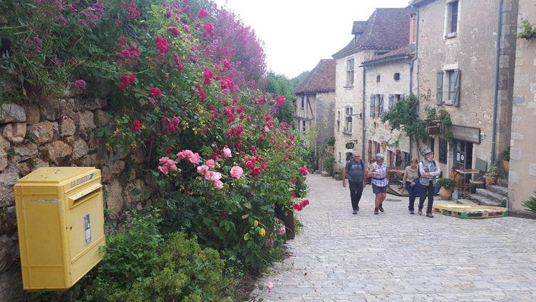 Le village touristique de Saint-Cirq-Lapopie, dans le Lot.  (CAROLINE FELIX / RADIO FRANCE)