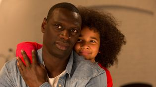 """Omar Sy et Gloria Colston, un père et sa fille dans """"Demain, tout commence"""".  (Julien Panié / Vendôme - Mars)"""