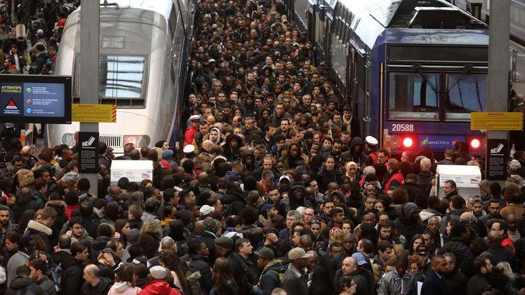 Une marée humaine en gare de Lyon, le 3 avril 2018, lors de la première journée de grève des cheminots. (LUDOVIC MARIN / AFP)